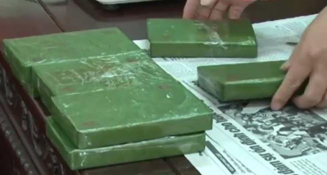 Cử nhân sư phạm đi buôn 8 bánh heroin