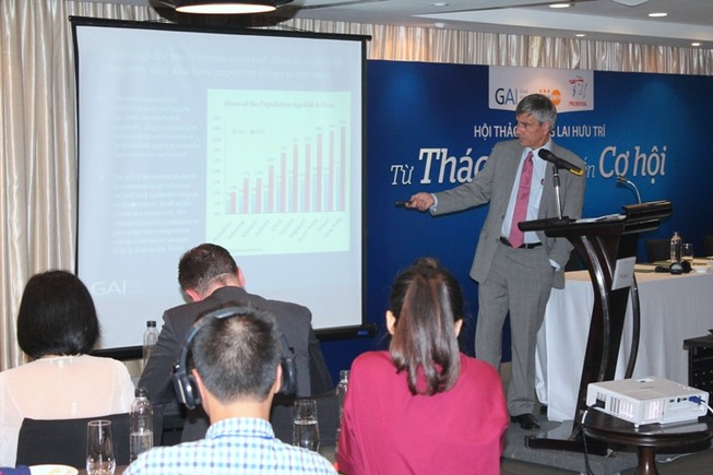 Việt Nam làm gì với tốc độ già hóa dân số nhanh nhất thế giới?