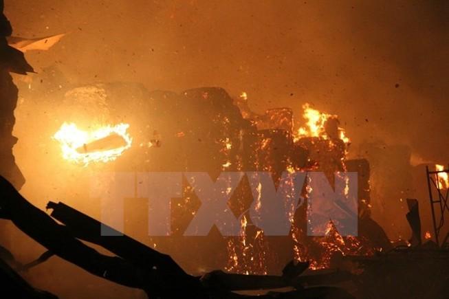 Mâu thuẫn với vợ, chồng đốt nhà làm bốn cha con tử vong