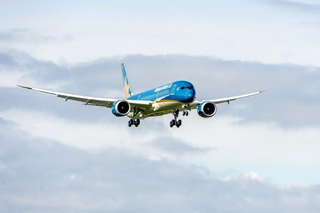 Bão Dujuan ảnh hưởng nhiều chuyến bay Vietnam Airlines