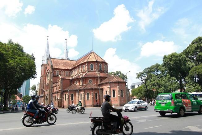 Phạt hành chính nam thanh niên đột nhập nhà thờ Đức Bà
