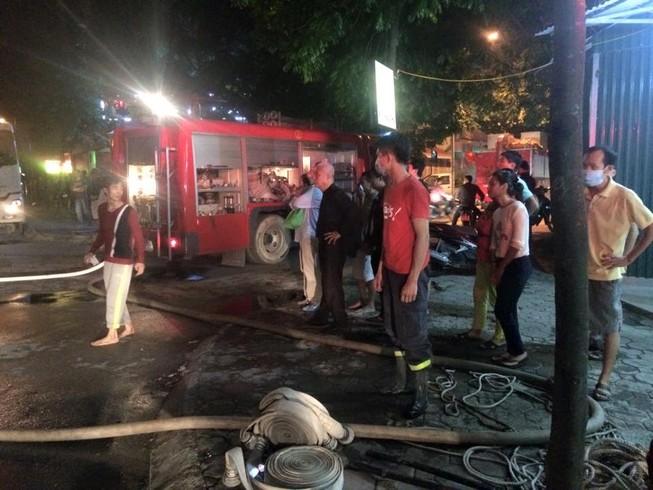 Cháy lớn tại khu đô thị, nhiều người vẫn đang mắc kẹt