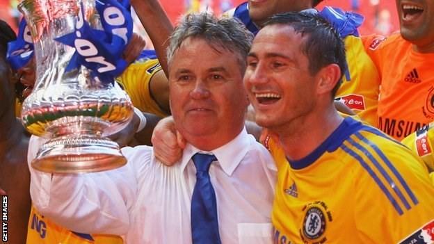 Chelsea mời Hiddink làm huấn luyện viên tạm quyền