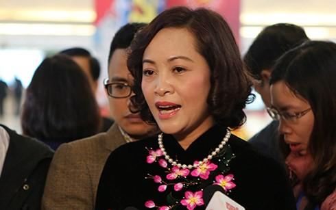 'Khâm phục trách nhiệm của các ủy viên Bộ Chính trị không tái cử'