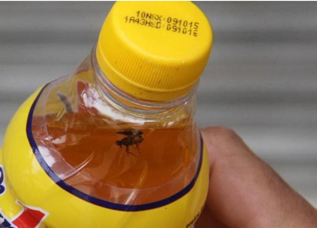 Yêu cầu đổi một chai Number 1 có ruồi lấy 2.400 chai Number 1