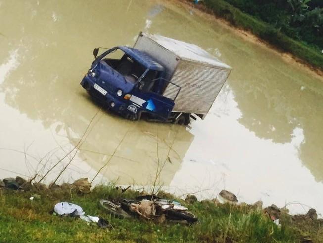 Xe tải tông văng xe máy, hai nữ công nhân tử nạn thương tâm