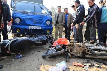 Thương tâm: 4 người bị xe tải đâm tử vong khi đi chúc Tết