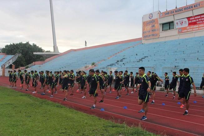 'Nâng cấp' giám sát, trọng tài giữa mùa giải
