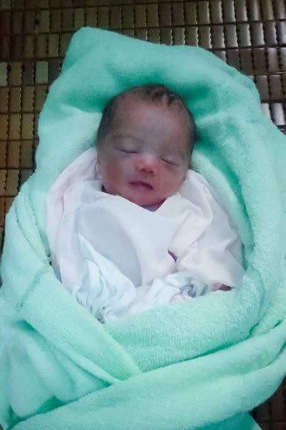 Phát hiện bé gái sơ sinh bị bỏ ở bụi chuối sau nhà trọ