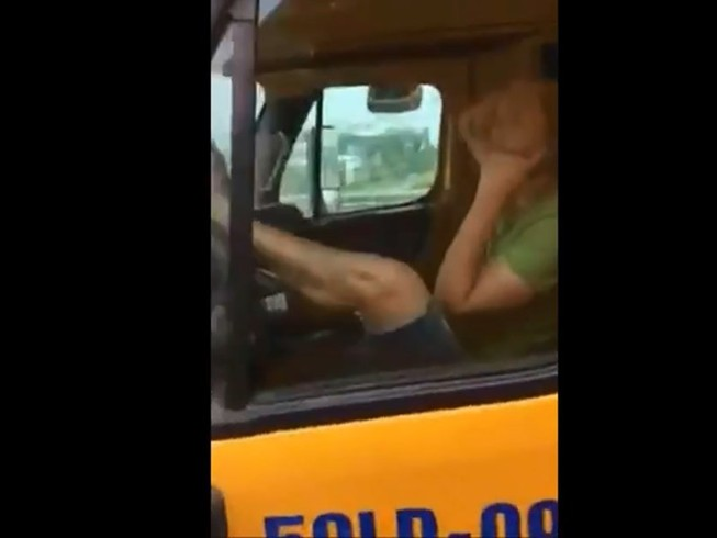 Vụ tài xế container lái bằng chân: Xác định được chủ xe