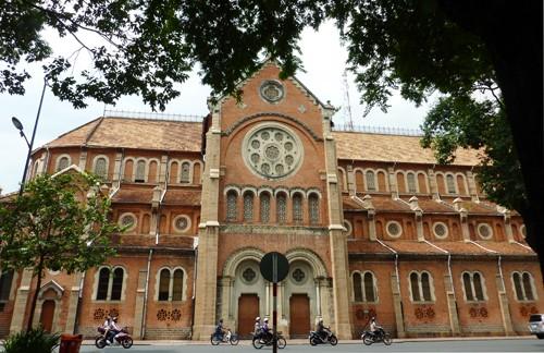 Nhà thờ Đức Bà sẽ sửa mái, cột tháp…