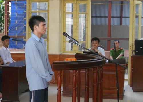 Vụ ông Chấn: luật sư truy về giấy tạm trú của bị cáo Chung