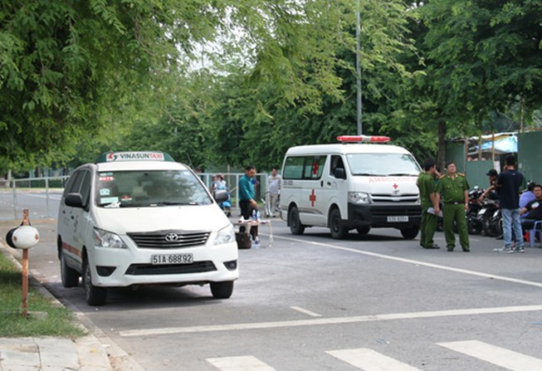 Tài xế taxi chết trong xe sau tiếng nổ