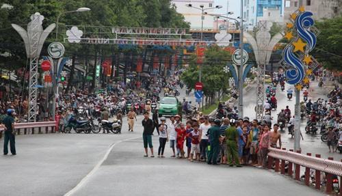 Công an cấm xe qua cầu để khám nghiệm một vụ tai nạn