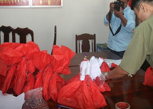 Công an bắt 'kho' thuốc nổ trong nhà dân