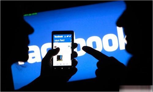 Tống tình cô giáo cũ bằng facebook, bị phạt