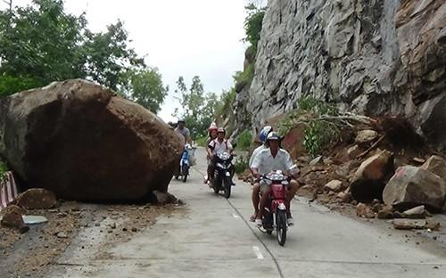 Tạm đóng cửa đường lên Núi Cấm vào ban ngày