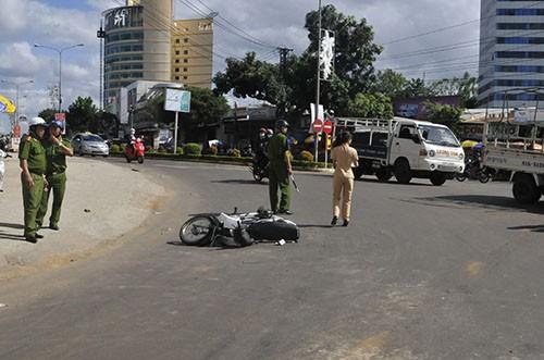 Một trung tá công an tử nạn trên đường đi làm