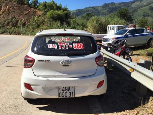 Bắt một trong bốn nghi phạm cướp taxi trốn vào rừng ở Kon Tum