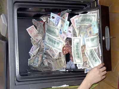 Trộm 'bất lực' với 450 triệu đồng trong két sắt ở ủy ban