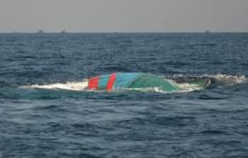 Ngư dân bị sóng cuốn suốt một ngày đêm sống sót kỳ diệu