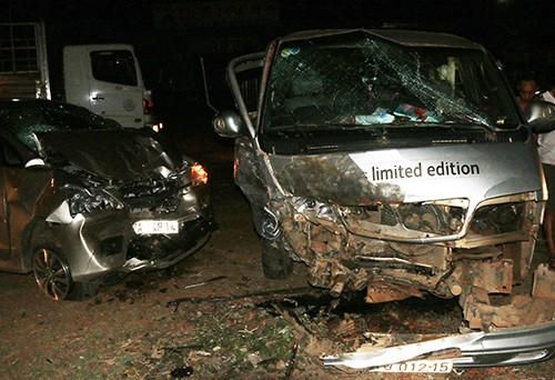 Ô tô khách đối đầu xe 7 chỗ, 5 người bị thương