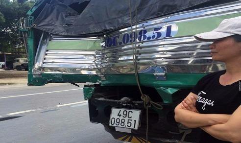 Gặp tài xế xe tải dìu ô tô khách mất phanh khi đổ đèo
