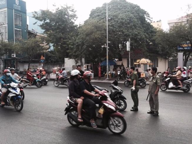 Một thanh niên bị chém gần lìa cánh tay giữa Sài Gòn