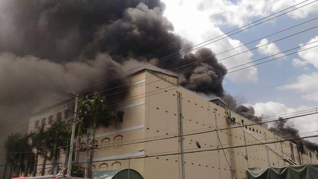 Cháy dữ dội, Cần Thơ xin Quân khu 9 chi viện