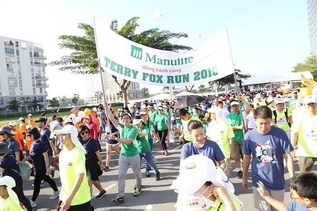 Manulife Việt Nam đồng hành cuộc chạy Terry Fox 2015