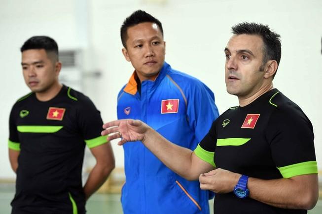 Lao vào giá lạnh tìm vé dự VCK World Cup