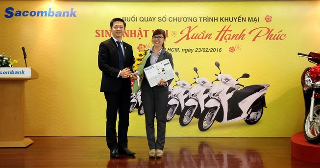 Sacombank trao thưởng cho 655 khách hàng may mắn