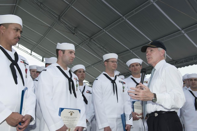 """""""Nên tự hào về các hoạt động trao đổi giao lưu với Hải quân Việt Nam"""""""