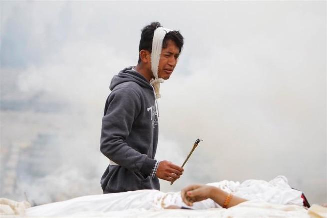 Thủ đô Nepal dịch chuyển 3m, 3.700 người chết