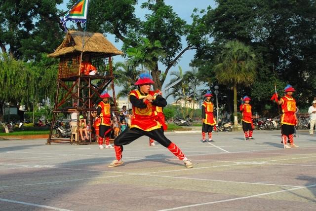Độc đáo cờ người xứ Huế
