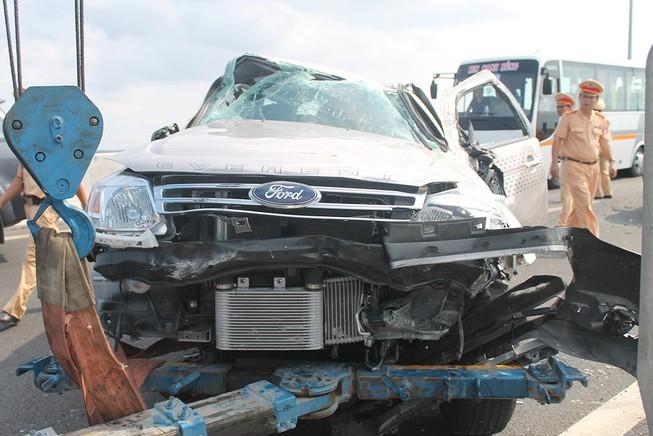Gia đình nhà văn Gào gặp tai nạn nghiêm trọng trên cao tốc TP.HCM - Long Thành