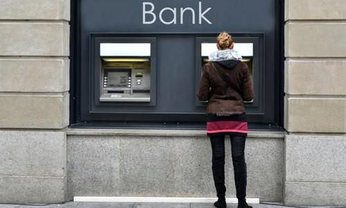 Một tỷ USD bốc hơi khỏi ngân hàng trong 3 ngày