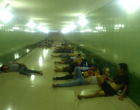 Người Hà Nội trốn nóng trong hầm đường bộ