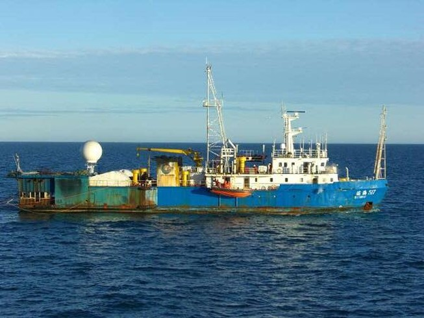 Sao không bắt giữ tàu dầu khí Trung Quốc?