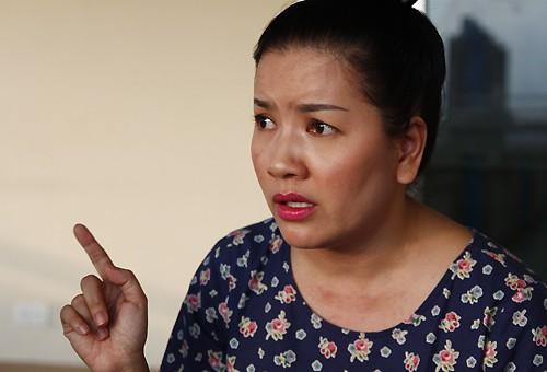 Ngọc Trinh sốc vì bị buộc ngưng diễn ở Nhà hát kịch TP HCM