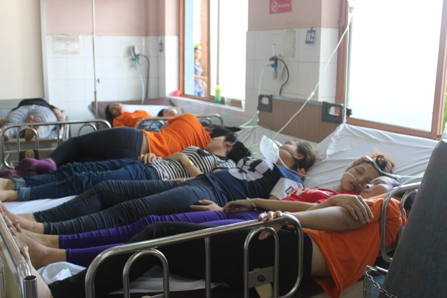 Hít khí lạ, hàng chục công nhân tại TP.HCM nhập viện cấp cứu