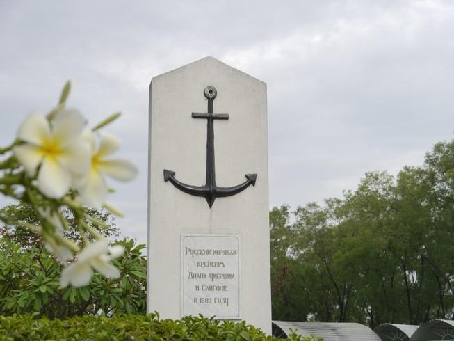 Mộ lính Nga trên đất Bình Dương