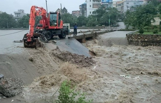 Quảng Ninh: phá đập tràn cứu ngập cho TP Uông Bí