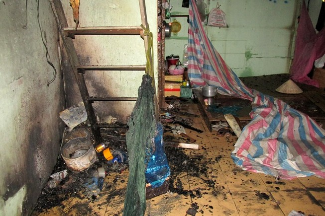 Lửa lớn cháy lan, 8 nhà trọ ở quận Bình Thạnh bị thiêu rụi