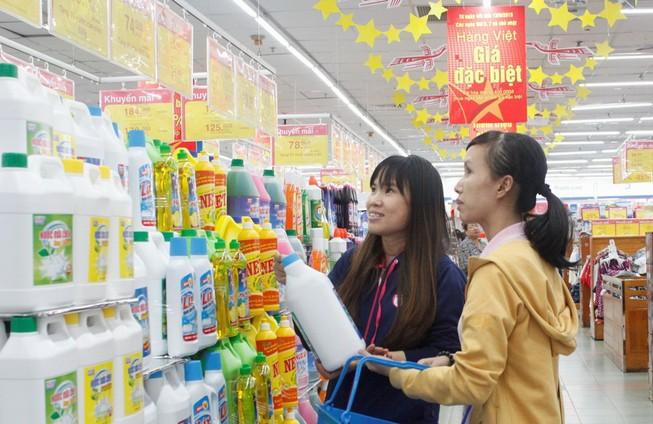 Co.opmart giảm giá mạnh cuối tuần để hút khách