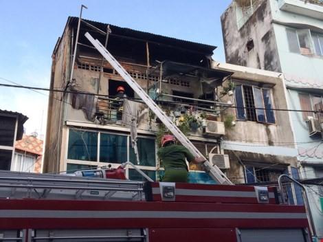 Clip vụ cháy kèm nổ tại ngôi nhà ba tầng ở quận 3, TP.HCM