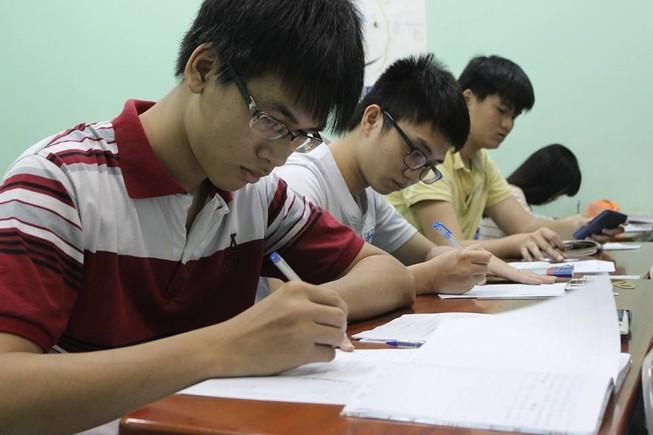 Các trường phổ thông không được bỏ môn học, ghi điểm khống cho học sinh
