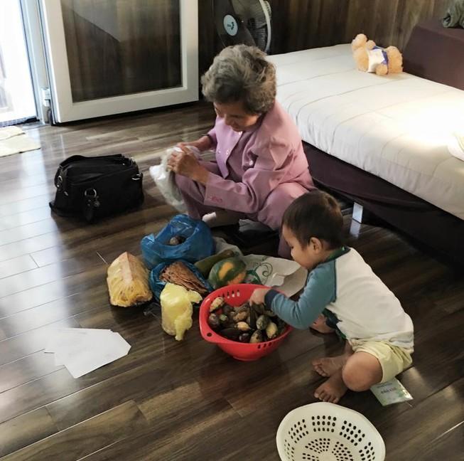 Cô giáo cũ và món quà quê