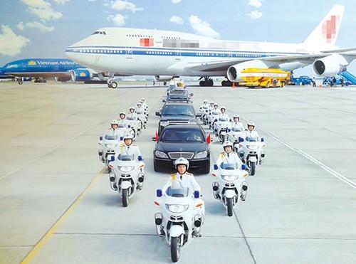 Bí mật về cảnh sát lái 'mô tô siêu khủng' bảo vệ yếu nhân trên đường