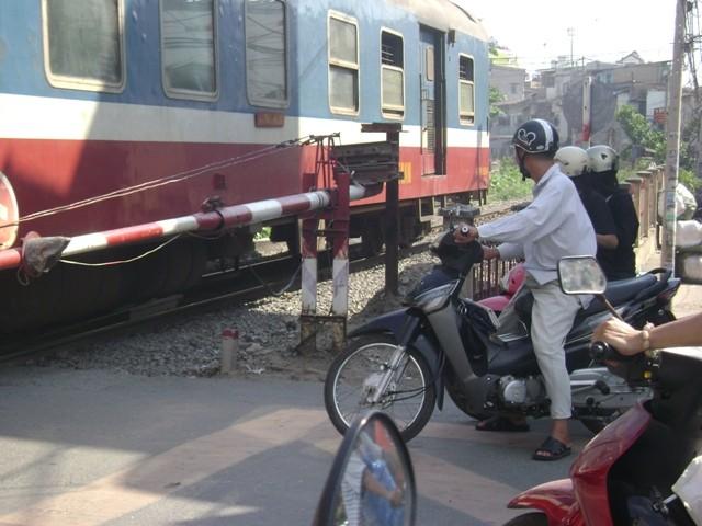 Từ ngày 15-4, thí điểm chạy tàu ngoại ô Sài Gòn - Dĩ An